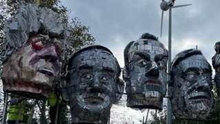 Leaders' heads
