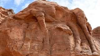 Ерозія пошкодила поверхню, що ускладнило вивчення скульптур