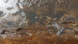 Pó de minério na água