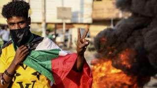 Hartum'da gösteriler devam ediyor.