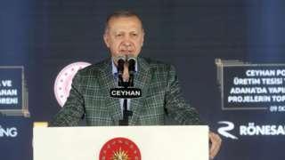 """Cumhurbaşkanı Erdoğan, dünyayı bekleyen enerji kriziyle ilgili, """"Küresel düzeyde enerji, mal ve hizmet fiyatları fahiş oranlarda arttığı halde bunları kendi hizmetlerimize üçte biri, beşte biri oranında ancak yansıtarak vatandaşlarımızı koruyoruz"""" dedi. Enerji ve Tabii Kaynaklar Bakanı Dönmez dün krize ilişkin olarak, """"30 yıldır bu sektörün içindeyim. Böylesini görmedim"""" ifadesini kullanmıştı."""