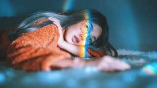 Menina deitada