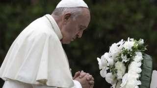 Papa Francis yasengeye ku rwibutso rw'abazize ibitero by'igisasu kirimbuzi i Nagasaki