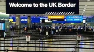 Londra'daki Heathrow Havalimanı'nda bulunan İngiltere gümrüğü