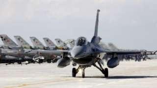 ترکیه که جنگنده اف - شانزده دارد، در درگیری دو کشور، از آذربایجان حمایت میکند