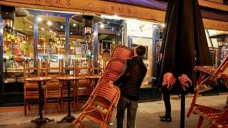 Paris bistro closing ahead of curfew, 17 Oct 20