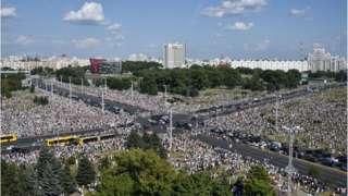 Belarus opposition supporters attend a rally in central Minsk on August 16, 2020. - The Belarusian strongman, who has ruled his ex-Soviet country with an iron grip since 1994, is under increasing pressure from the streets and abroad over his claim to have won re-election on August 9, with 80 percent of the vote