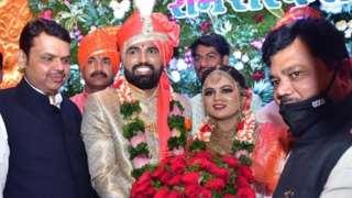 सर्वसामान्यांना विवाह सोहळ्यासाठी 50 लोकांची मर्यादा पण आमदाराच्या लग्नासाठी हजारोंची गर्दी