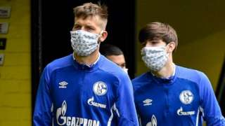 Schalke players with masks on