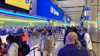 Khu vực làm thủ tục nhập cảnh tại phi trường Heathrow, UK.