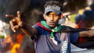 متظاهر سوداني