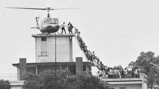 Abantu binjira muri kajugujugu ku biro by'ikigo cy'ubutasi bwo hanze cy'Amerika (CIA Station) i Saigon