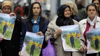 Сребреница курмандыктарынын жакындары Петер Хандкеге сыйлык ыйгарууга каршы чыгышты