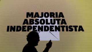 """Screen in Barcelona saying """"pro-independence outright majority"""", 21 Dec 17"""
