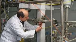 IAEA inspector at Natanz facility (file photo)