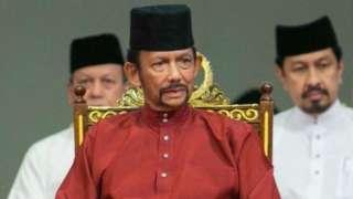 El sultán de Brunei impulsa una aplicación más estricta de la sharia.
