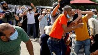 Протестующие в Тунисе