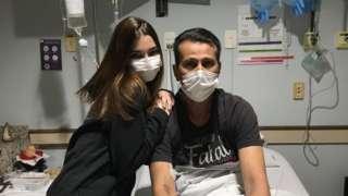 Julia y su padre Ramon en el hospital.