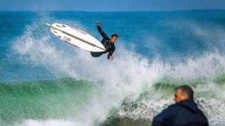 Toby Pearce surfing