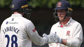 Dan Lawrence and Tom Westley shared a third-wicket stand of 130 to leave Worcestershire's bowlers pointless at New Road