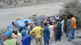 巴基斯坦开伯尔—普赫图赫瓦省中国水坝工程人员班车遇袭现场(14/7/2021)