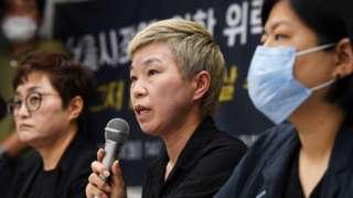 김재련 변호사가 13일 '서울시장에 의한 위력 성추행 사건 기자회견'에서 사건의 경위를 설명하고 있다