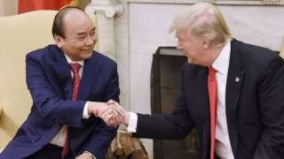 Thủ tướng Nguyễn Xuân Phúc và TT Trump trao đổi về 'thao túng tiền tệ'