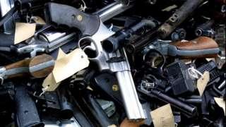 Armas apreendidas à espera de destruição