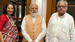 प्रधानमंत्री नरेंद्र मोदी के साथ रेखा और राकेश झुनझुनवाला