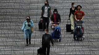 Passageiros em aeroporto
