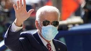 Joa Biden usando máscara