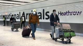 havalimanından giriş yapan yolcular
