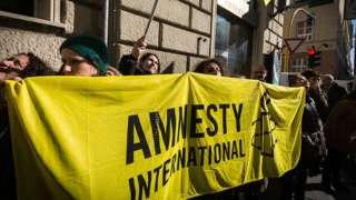 İtalya'da Türkiye'de ifade özgürlüğü için eylem yapan Af Örgütü üyeleri