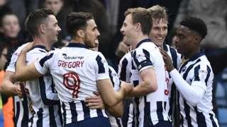 Millwall players celebrate Steve Morison's goal