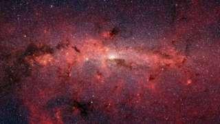 Depuis le Big Bang, l'Univers est en expansion. Connaître la vitesse de cette expansion peut nous renseigner sur sa taille et son âge.