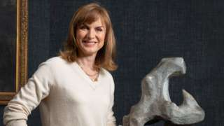 Fiona Bruce with the possible Henry Moore sculpture