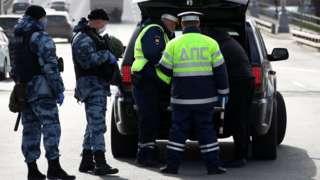 В понедельник стало известно, что посты ГИБДД на въездах в Москву будут усилены сотрудниками ОМОН