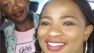 Bongekile Msibi y su hija.