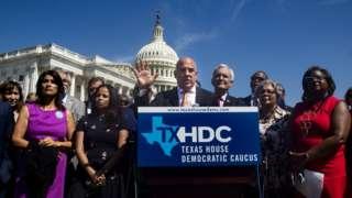техасские демократы на пресс-конференции у Капитолия в Вашингтоне