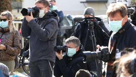 journalists wearing facemasks