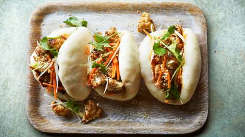 Steamed bao buns with spicy cauliflower