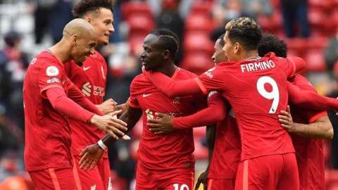 Liverpool celebrate Sadio Mane goal