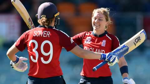 Nat Sciver and Heather Knight