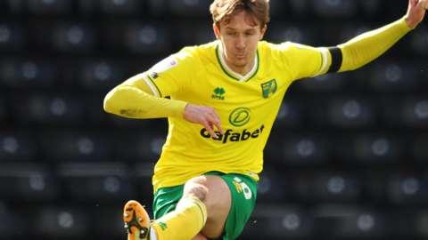 Kieran Dowell scores for Norwich