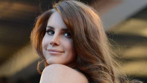 """US singer Lana Del Rey poses on the red carpet before the screening of """"Moonrise Kingdom"""" and the opening ceremony of the 65th Cannes film festival on May 16, 2012 in Cannes"""