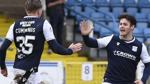 Dundee celebrate Jason Cummings' goal