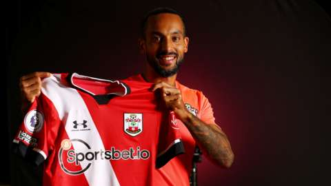 Theo Walcott holds up a Southampton shirt