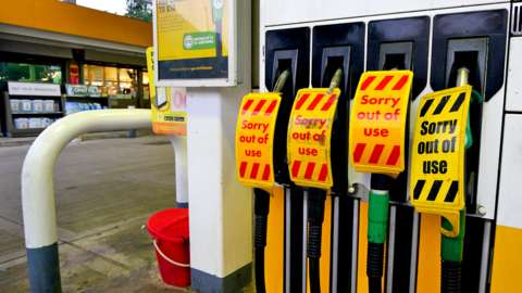 A Shell petrol station in Liverpool closed by lack of fuel, 23 September 2021