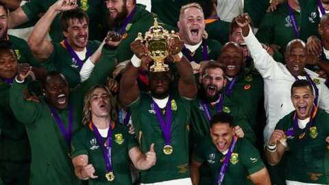 Siya Kolisi lifts the World Cup