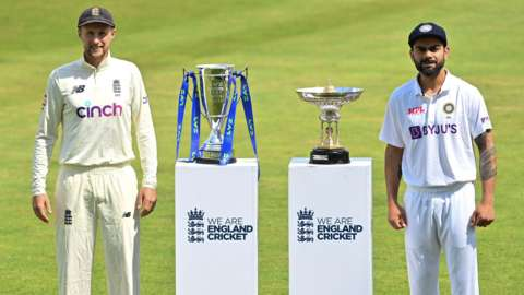 Joe Root and Virat Kohli with the series trophy